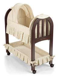 Bassinet with slats in the footboard